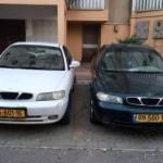 שני רכבים ישנים לפירוק